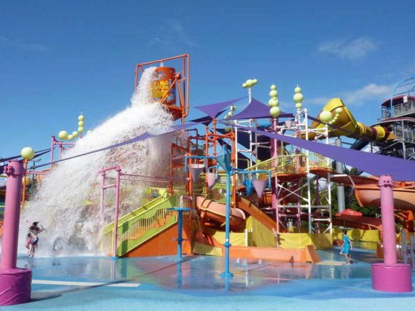 Discover why the Gold Coast Theme Parks are one of the main tourist attractions in Queensland and a great source of entertainment for the family. We share with you information on Movie World, Sea World, Wet'n'Wild and Dreamworld along with our children's favourite sources of entertainment at each.