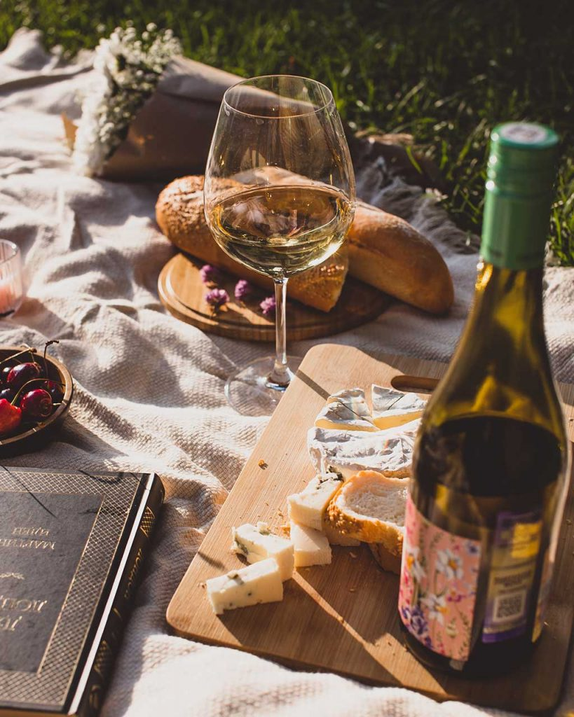 The Gold Coast has the perfect weather to roll out a picnic rug and enjoy the great outdoors. Find the best Gold Coast picnic spots in this list.