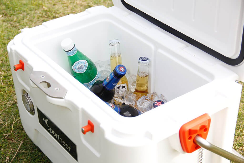 Best Esky Australia Reviews and Top Picks: This ultimate guide shares information on choosing the best esky for everyday outings, or your next camping trip.